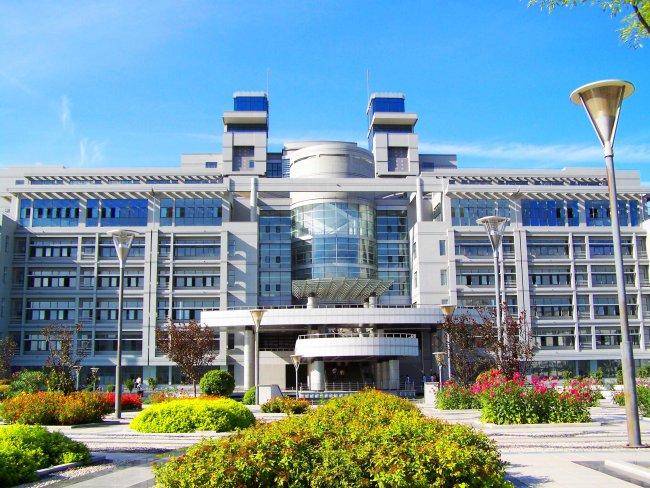 cn/ 院校风光 院校介绍 辽宁工业大学始建于1951年,坐落于依山傍海,交