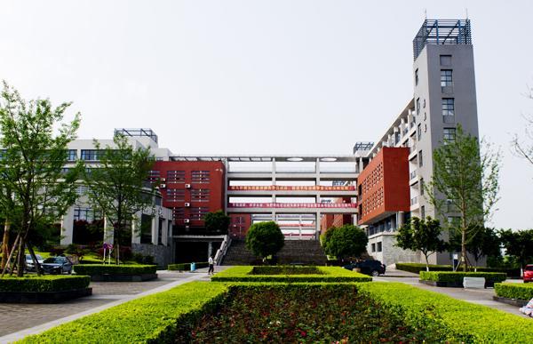 重庆电子工程职业学院有几个校区?校园风景怎么样?